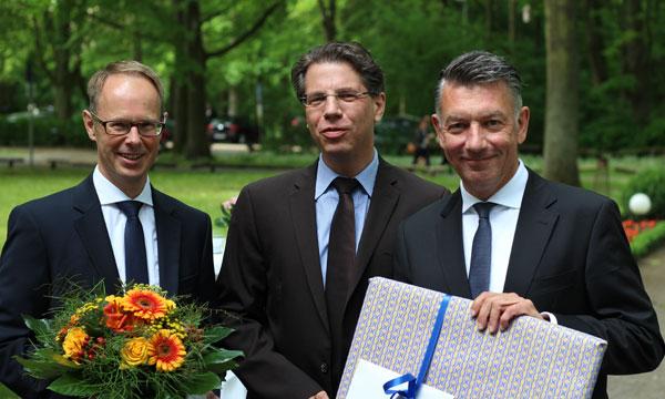 Die Geschäftsführer der DSG Volker Schulze (links) und Frank Steinhoff (rechts) zusammen mit dem Leiter der Landesgeschäftsstelle Niedersachsen des bpa Henning Steinhoff