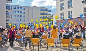Feier vor dem Pflegeheim Braunschweig