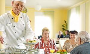 Koch und Essbereich im Pflegewohnstift Hönow