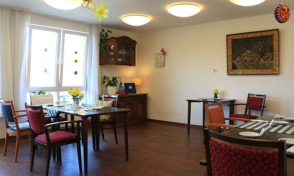 Altenheim-Potsdam-Pflegewohnstift-Babelsberg-Esszimmer-Wohnbereich