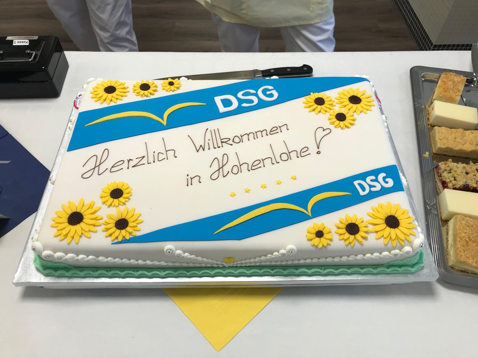 Torte zur Eröffnung des Pflegeheims in Berlin-Spandau