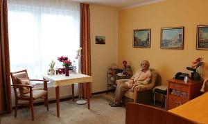 Seniorenheim-Potsdam-Pflegewohnstift-Waldstadt-Bewohnerzimmer