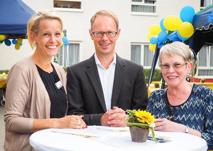 Verantwortliche feiern das 10-jährige Jubiläum des Pflegeheims Frankfurt